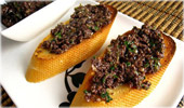 Toasts à la tapenade